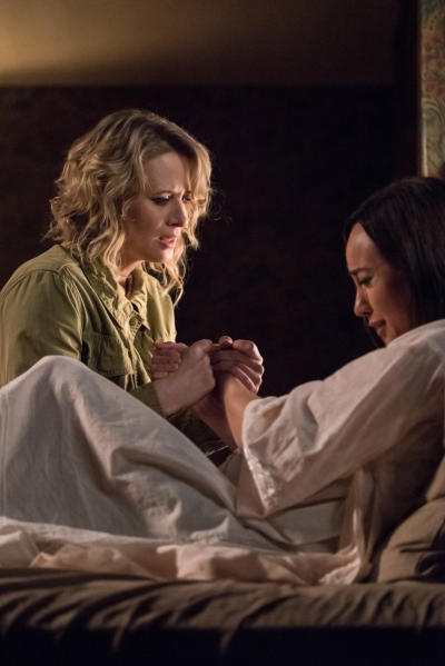 Mary comforts Kelly - Supernatural Season 12 Episode 23
