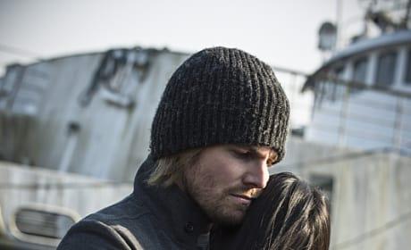 Hugs - Arrow Season 3 Episode 23