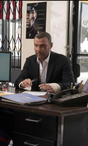 Ray Donovan Signs Papers Season 5 Episode 12