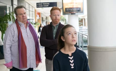 Lilly at the Mall - Modern Family Season 9 Episode 18