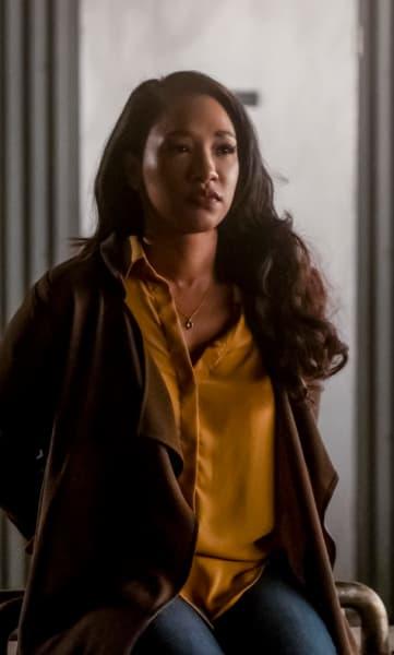 Iris In The Distance - The Flash Season 5 Episode 14
