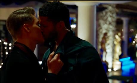 UR_303 Alexi kisses Jay! V2 - UnREAL Season 3 Episode 3