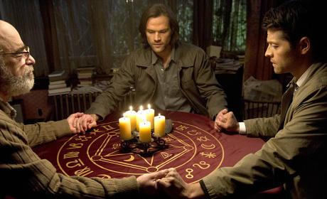 Holding Hands - Supernatural Season 10 Episode 17