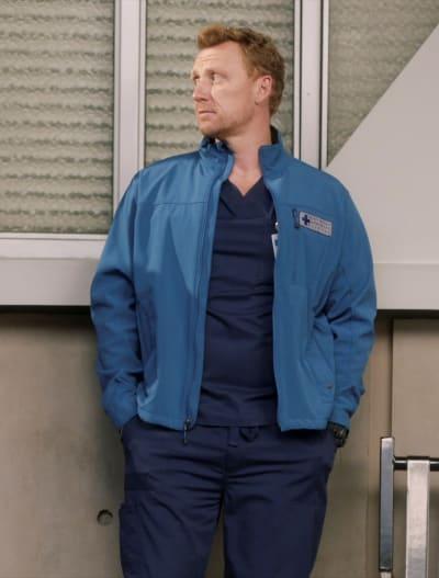 Distance Between Owen - Tall - Grey's Anatomy Season 17 Episode 6