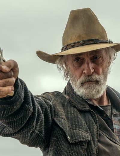 Taking Aim at the Bad Guy - Fear the Walking Dead Season 6 Episode 16
