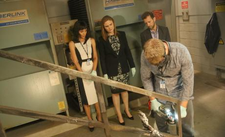 The Team Discovers the Remains of a Body at a Forensic Science Convention - Bones