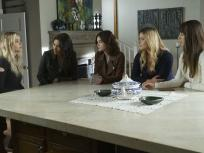Pretty Little Liars Season 7 Episode 10