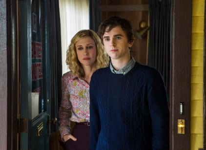 Watch Bates Motel Season 3 Episode 1 Online