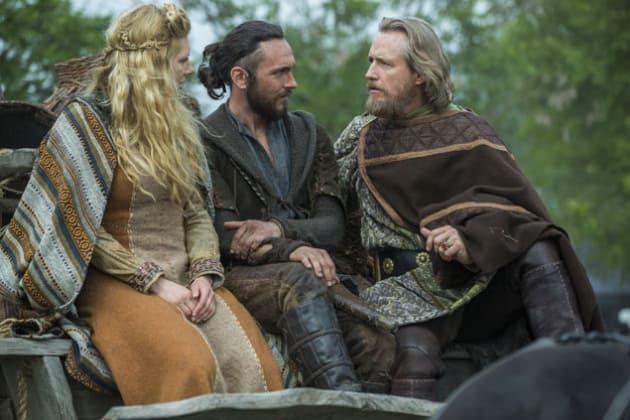 King Ecbert Impressed By Lagertha Vikings Season 3 Episode 1 Tv Fanatic