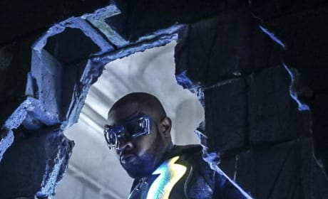 Jefferson Smashes a Wall - Black Lightning Season 1 Episode 10