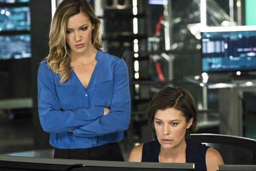 Helping Out - Arrow Season 4 Episode 11