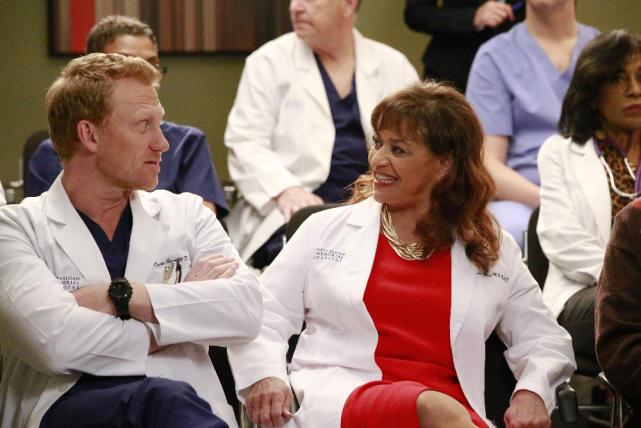 Chatting It Up - Grey's Anatomy Season 13 Episode 21