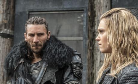 Roan and Clarke – The 100 Season 4 Episode 6