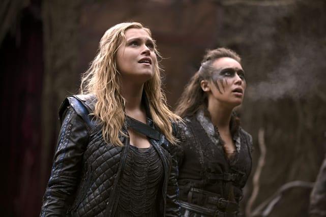 Clarke and Lexa Feel the Heat - The 100 Season 2 Episode 14