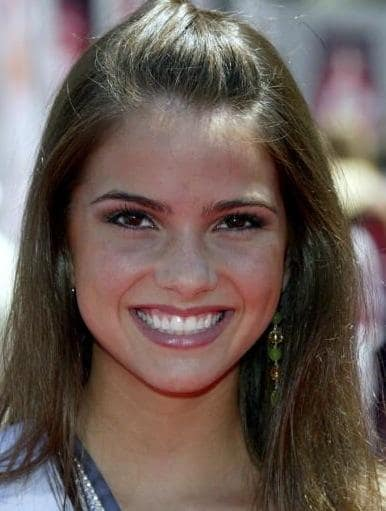 Shelley Hennig Picture