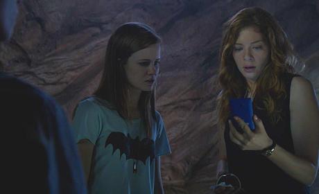Julia Gets a Message - Under the Dome Season 2 Episode 8