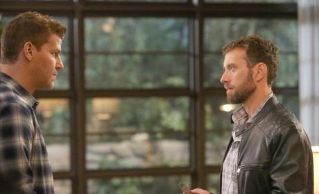 Hodgins Becomes Paranoid - Bones