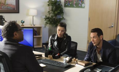 Working a Case - Lucifer Season 2 Episode 15