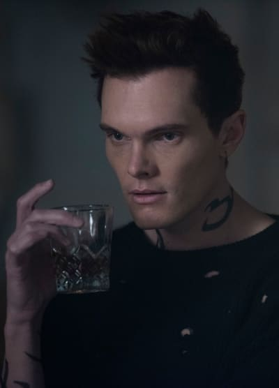 Strong Drink - Shadowhunters Season 3 Episodio 14