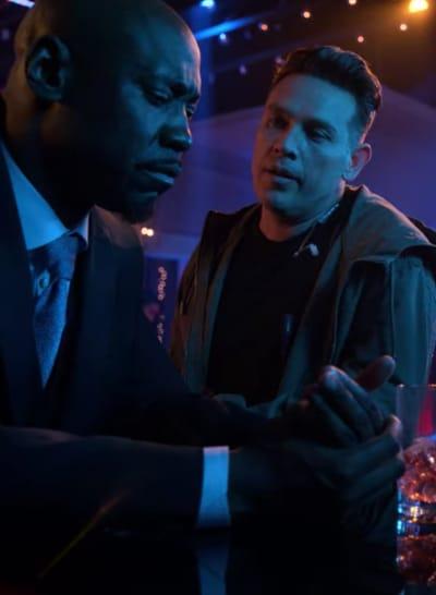 Amenadiel et Dan Heart-to-Heart - Lucifer Saison 5 Episode 1