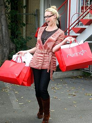 Katherine Heigl Shops 'Til She Drops
