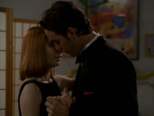 BFF Kiss - Buffy the Vampire Slayer Season 3 Episode 5