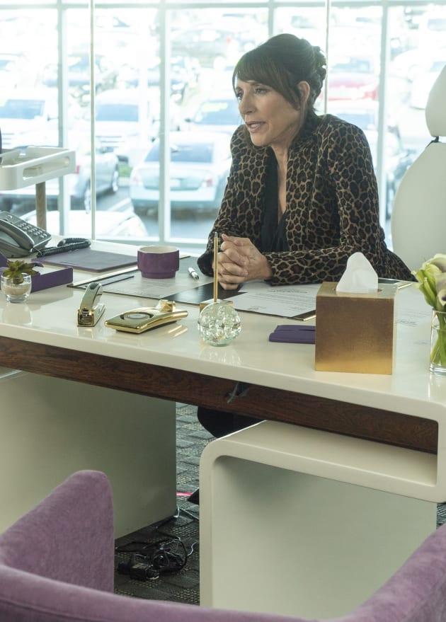 Whose the Boss? - Grand Hotel Season 1 Episode 9