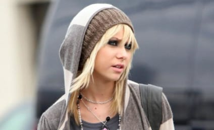 Taylor Momsen Keeps it 'Hood