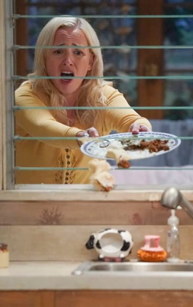 Becky in Quarantine - The Conners Season 3 Episode 1