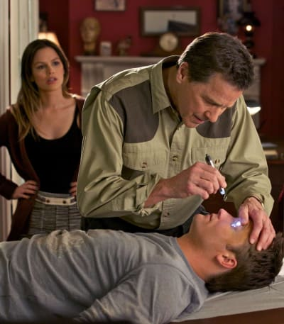 George Gets Run Over - Hart of Dixie Season 1 Episode 1