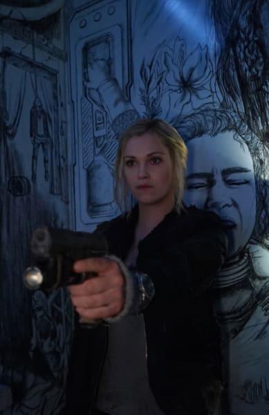 Clarke With Her Gun - The 100 Season 6 Episode 8