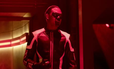 Looking Terrific In Red - Arrow Season 6 Episode 8