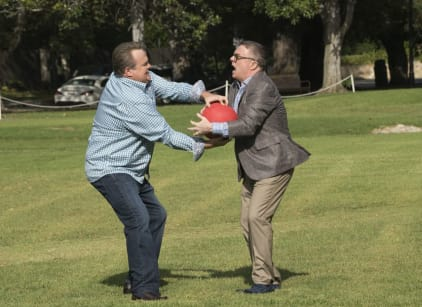 Watch Modern Family Season 9 Episode 4 Online