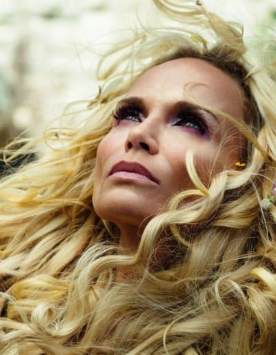 Vertical Close-Up on Easter - American Gods Season 1 Episode 8