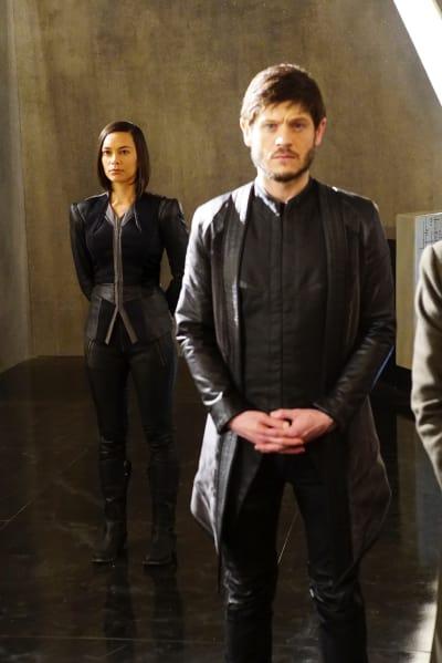 Shady, Shady, Shady - Marvel's Inhumans Season 1 Episode 2