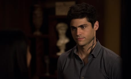 Alec's News - Shadowhunters Season 3 Episode 3
