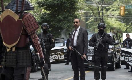 Sword Vs Guns - The Flash Season 4 Episode 1