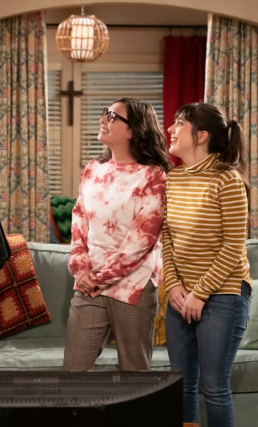 The First Relationship Isn't the Last - One Day At A Time Season 4 Episode 1