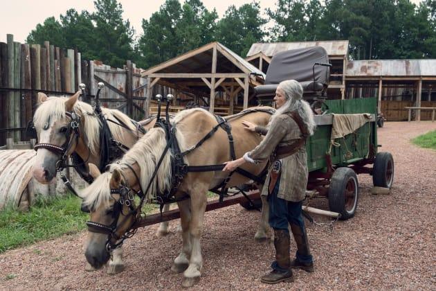 Preparing For The Haul - The Walking Dead Season 9 Episode 8