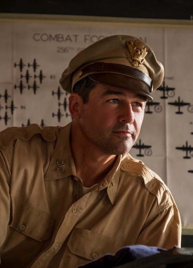 Kyle Chandler as Col. Cathcart - Tall