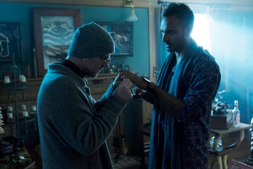 Examining the patient - The Magicians Season 2 Episode 5