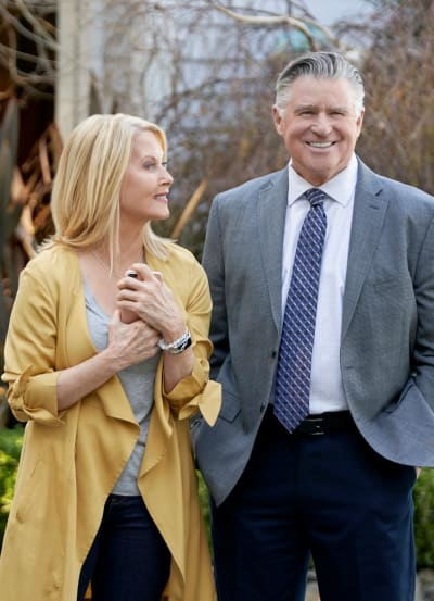 Following the Sleuth is for the Ladies - Chesapeake Shores Season 4 Episode 1