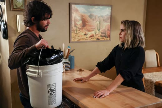 Roommates Talking - Good Girls Season 4 Episode 13
