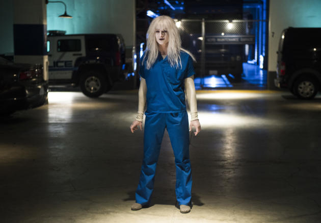 Livewire Breaks Out - Supergirl Season 2 Episode 10