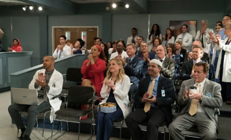 Supportive Colleagues - Grey's Anatomy Season 14 Episode 20