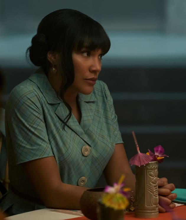 Allison Dinner - The Umbrella Academy Season 2 Episode 6 ...