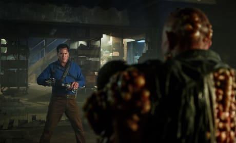 Mano y Mano - Ash vs Evil Dead Season 3 Episode 6
