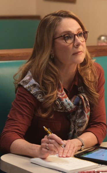 Helping Sarah - The Republic of Sarah Season 1 Episode 13