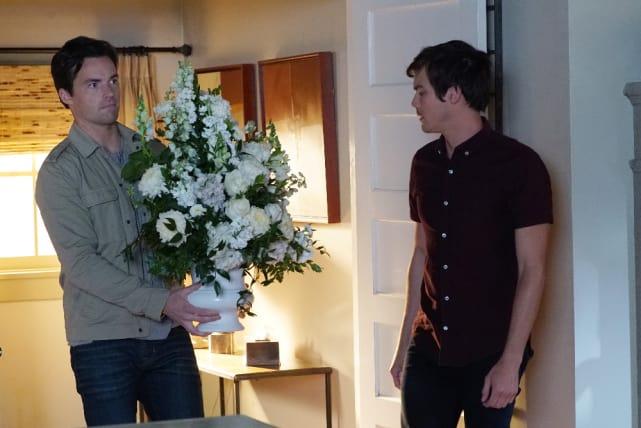 Flower Power - Pretty Little Liars Season 7 Episode 2