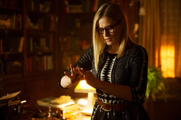 Alice Casts a Spell - The Magicians Season 2 Episode 1